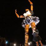 Monumental bailarina de madera impactó en playa Chinchorro